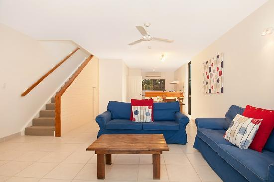 Glen Eden Beach Resort: Living area 1-2 bedroom Unit 31