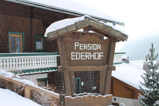 Bauernhof - Pension Ederhof : an der Einfahrt zum Ederhof