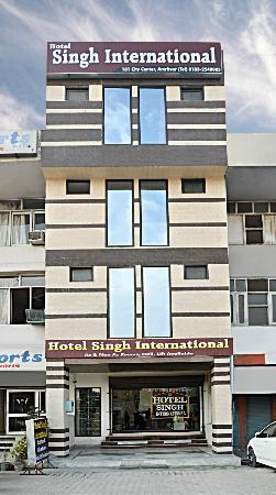 Hotel Singh International: Outer