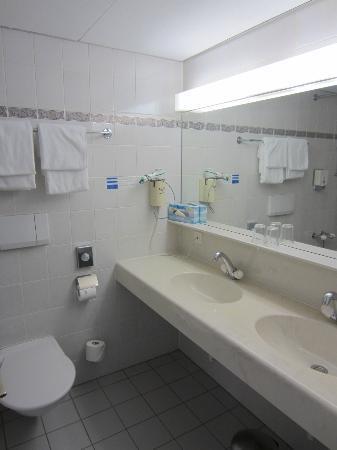 Hotel Metropole : Bathroom was fine - 2nd sink didn't work
