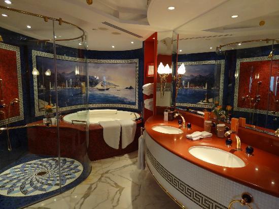Burj Al Arab Jumeirah: Master bathroom