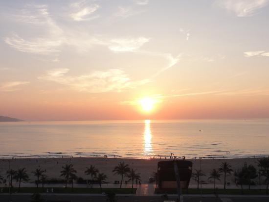 Mango Hotel: Sunrise view from the balcony