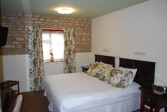 Toft Country House Hotel And Golf Club: courtyard bedroom, double/twin