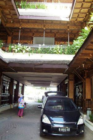 Hotel Malabar : front view