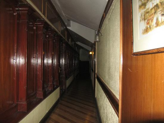 Central Heritage Resort and Spa, Darjeeling: Corridor