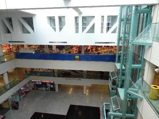 Super 8 Downtown Toronto : chinatown center