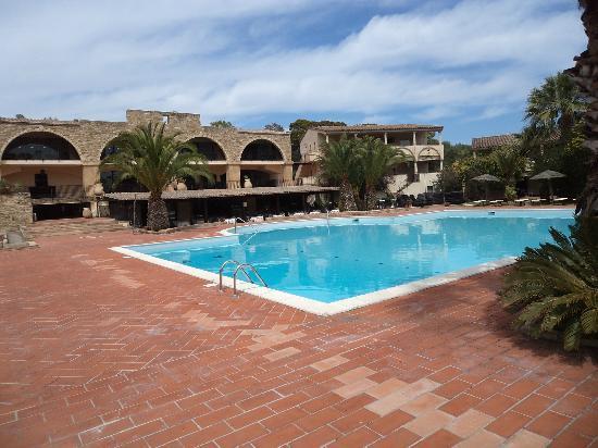 Hotel Costa dei Fiori: piscina accanto alla struttura