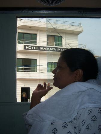 Sunauli, Indien: My mom just loved the hotel and its service! We arrived here in the midnight of 11th may 2012