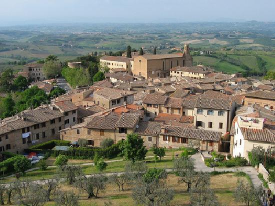 Residenza d'Epoca Palazzo Buonaccorsi: Palazzo Buonaccorsi visto dalla Rocca
