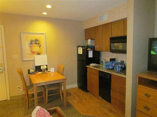 Homewood Suites by Hilton Indianapolis-Keystone Crossing: Good Kitchen