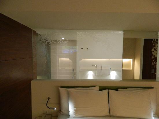 Radisson Blu Iveria Hotel, Tbilisi: Glass wall