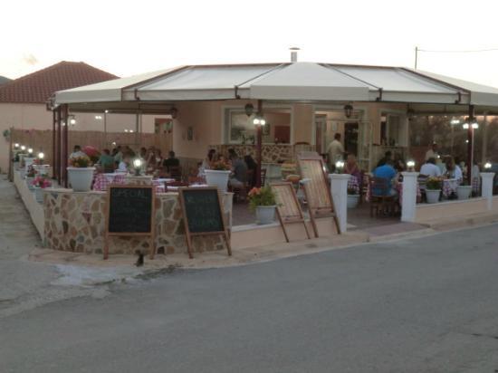 "Draganikos: ""en elladi"" taverna"