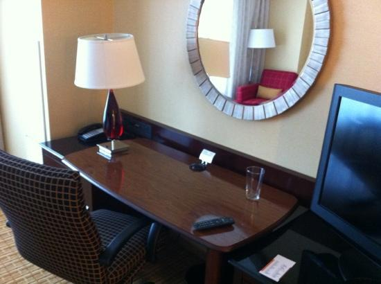 Atlanta Airport Marriott Gateway: the desk