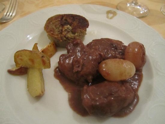 La Prepositura: Filetto di maialino di Rosso di Montefalco con cipolline in agrodolce e patate arrosto