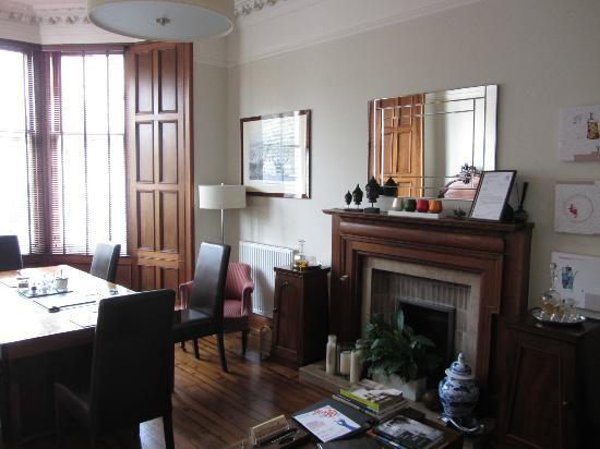 Millers 64 : Main breakfast and sitting room Millers64
