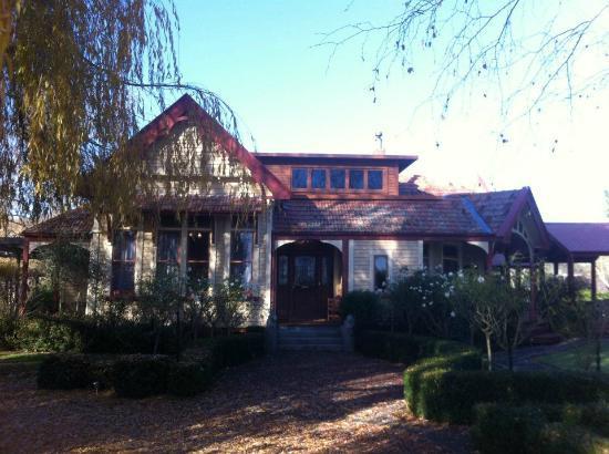 ฮอว์ธอร์น เฮาส์: Hawthorne House