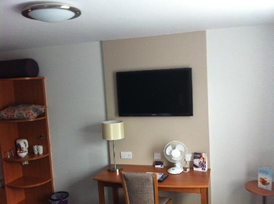 """Premier Inn Sunderland A19/A1231 Hotel: 40"""" LCD TV"""