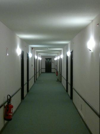 Best Western Hotel Arlux : The corridor's a typical reflection of the hotel - functional
