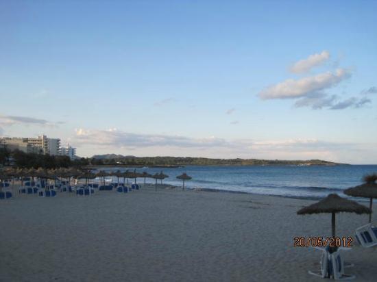 Playamar: S'illot beach - pre dinner stroll