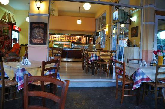 Peri's Hotel : nearby taverna- very good and affordable