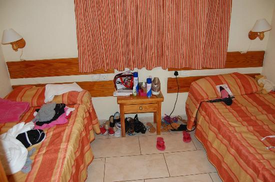 Niza Apartments : twin room