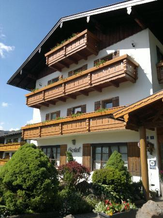 "Alpenhotel ""garni"" Weiherbach: Outside"