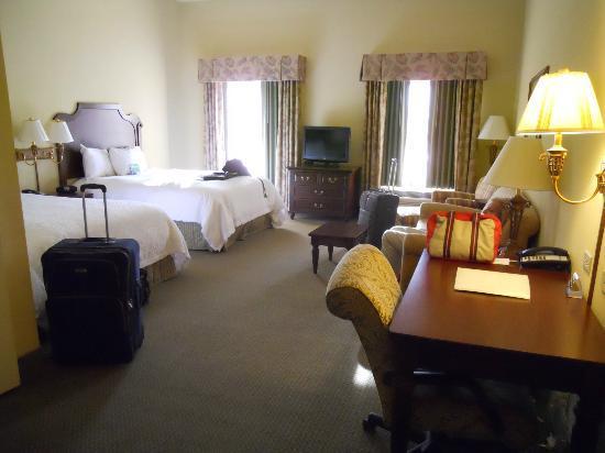 Hampton Inn & Suites Savannah Historic District: chambre