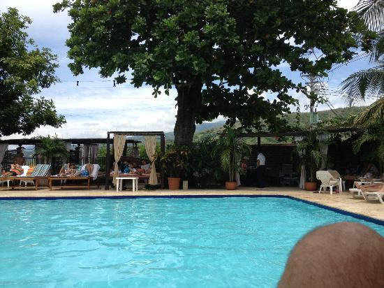 Hotel Mariscal Robledo: Calm pool area