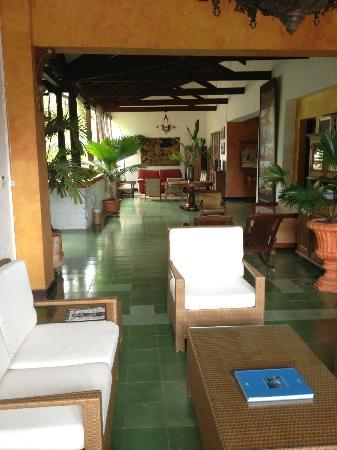 Hotel Mariscal Robledo: Inside the hotel there are a lot of places to relax and read