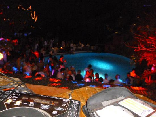 Club Cubana: Pool Party