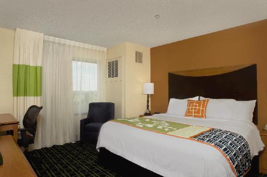 Fairfield Inn & Suites Tupelo : Standard King Guest Room