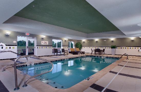 Fairfield Inn & Suites Tupelo : Indoor Heated Pool and Lounge