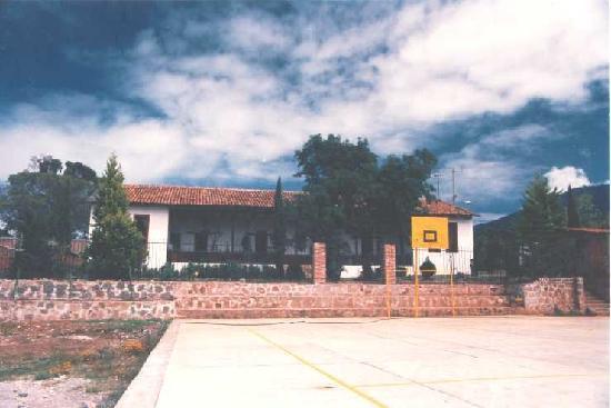 Contepec-Michoacan: Instituto J.F.K.