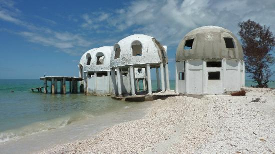 Cape Romano : Sinking domed houses.