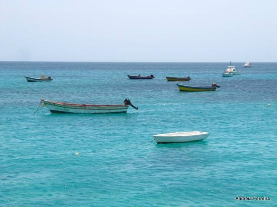 Praia de Santa Maria: recreational boats