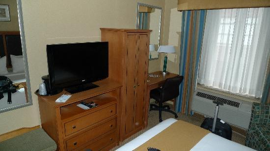 Holiday Inn Express NYC Madison Square Garden: TV