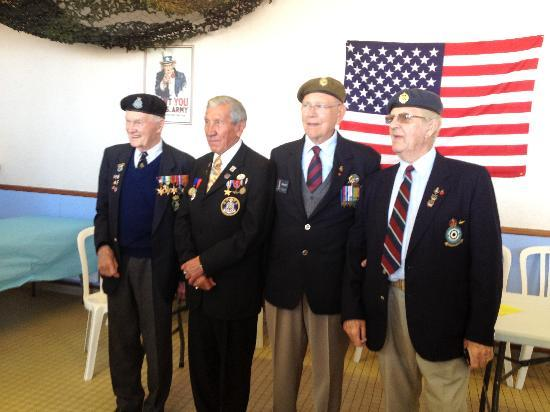 Normandy, Frankrike: Happy vets, we love them !