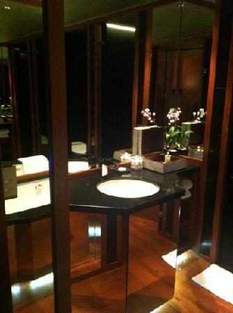The Sukhothai Bangkok: bathroom