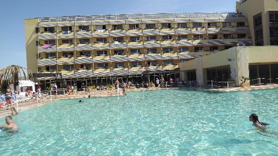 Torre Macauda : piscina e balconi camere da letto