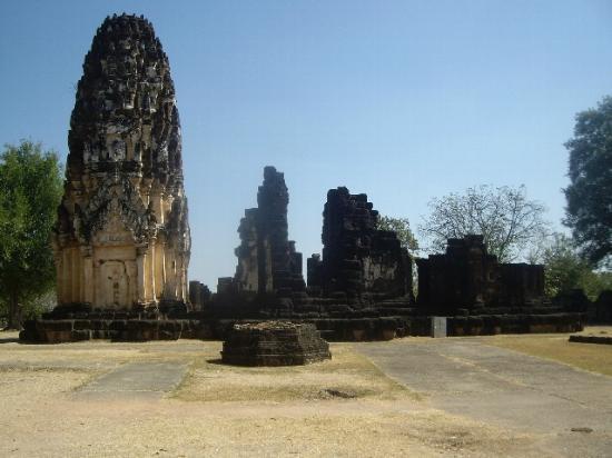 ワット プラ パーイ ルアン - Picture of Wat Phra Pai Luang, Sukhothai ...