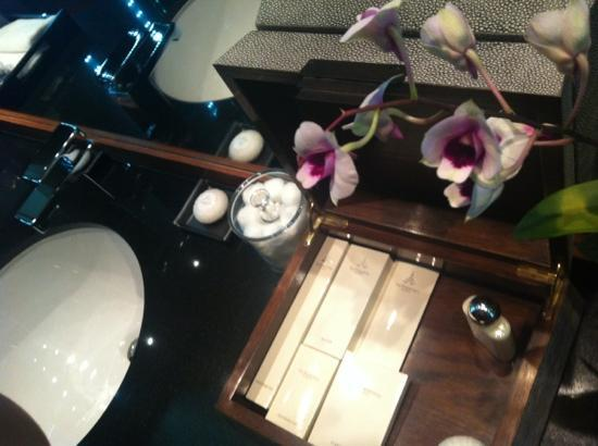 The Sukhothai Bangkok: orchid in the bathroom
