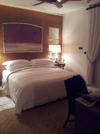 The St. Regis Saadiyat Island Resort: Bedroom of Suite