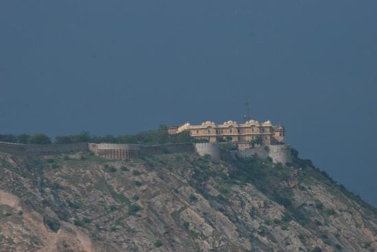 Radisson Jaipur City Center: Over looking the fort