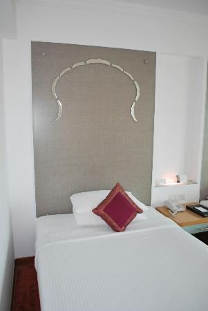 Radisson Jaipur City Center: The head board
