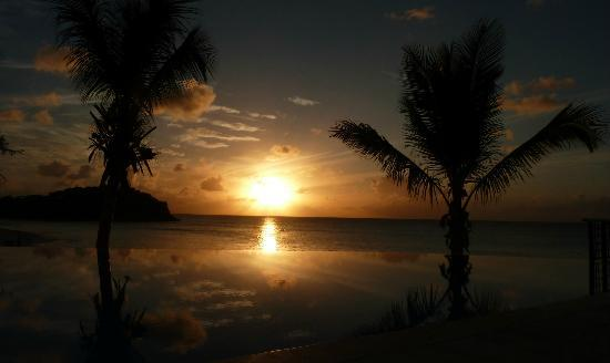 Cocobay Resort: The Sunset Pool
