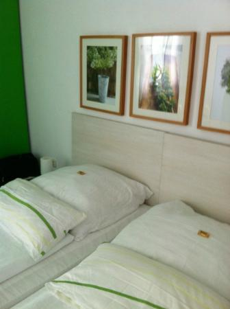 Max Hotel Garni: Double Bedroom
