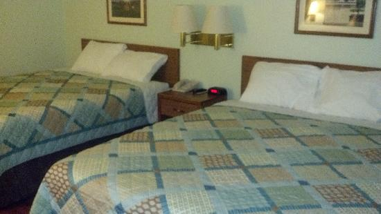 Super 8 Gallipolis PT Pleasant Area: New remodeled 2 queen bed rooms