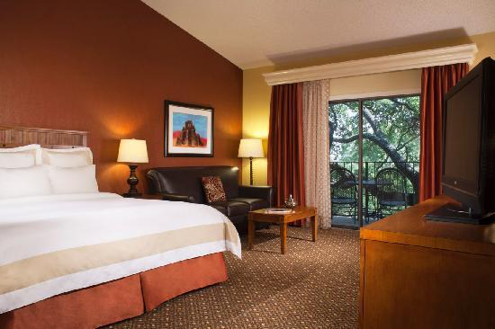Marriott Plaza San Antonio: Newly renovated king guestroom
