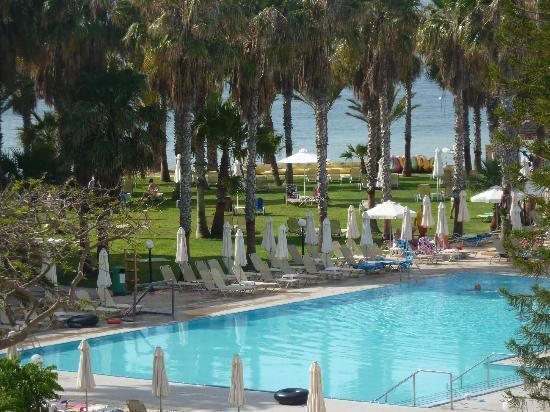 Louis Phaethon Beach : pool area