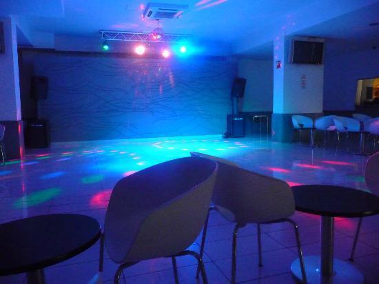 Kn Columbus Aparthotel: disco room